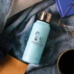 オンラインショップ限定】スヌーピーとライナスのアート入り「PEANUTS Cafe × thermo mug」アンブレラボトルミニに新色ブルーが登場!