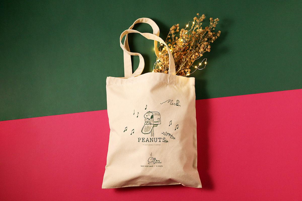 PEANUTS Cafeのクリスマス限定トートをプレゼント