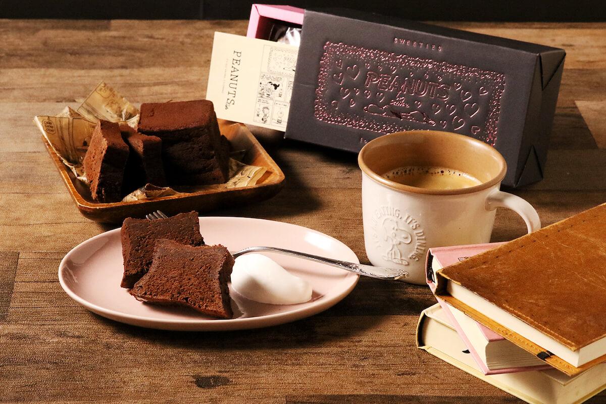 ハート溢れるスヌーピーのボックスに入った「チョコレートブラウニー」