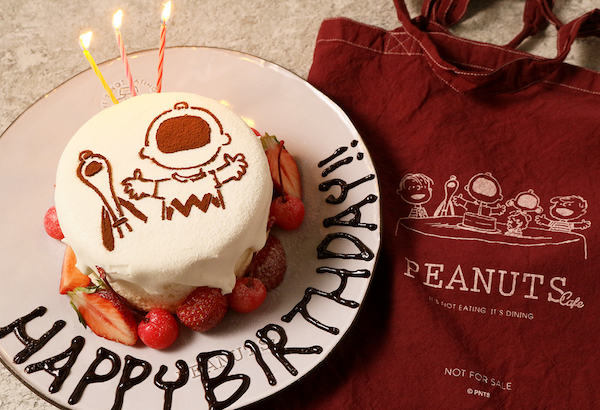 「PEANUTS Cafe 名古屋」より限定カラーのトートバッグ付きバースデープランが登場!