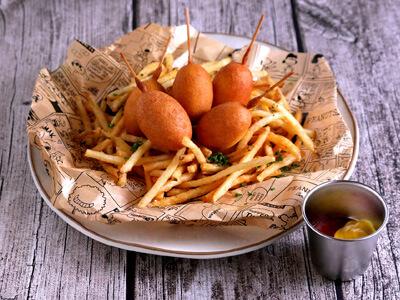 ウッドストックの巣(フライドポテト+ミニコーンドッグ)