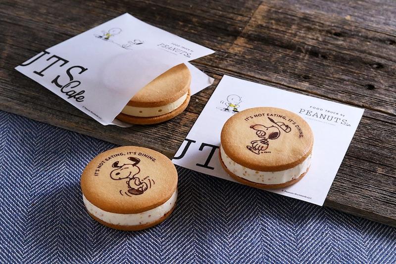 テイクアウトメニューに、スヌーピーのアートが入った『アイスサンドクッキー』