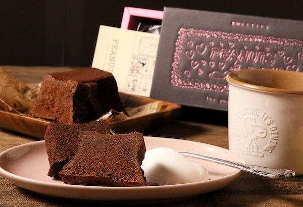 【オンラインショップ先行販売】ハート溢れるスヌーピーのボックスに入ったチョコレートブラウニーが登場!